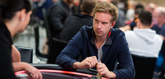 "Dinero llama a dinero: ""Isildur1"" y Fedor Holz ganan nuevos torneos - 8G2A8908_PCBAR2017Viktor_Blom_Neil_Stoddart.jpg"
