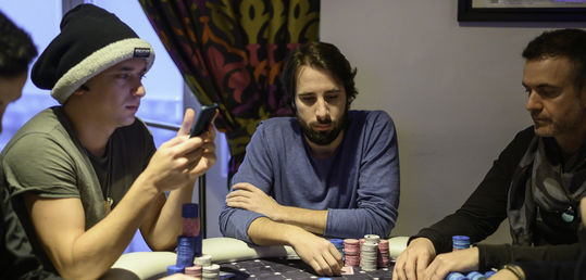 Álvaro Puchol, Fernando Pons y Marco D'amico juntos en la mesa 19