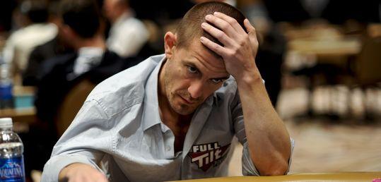 Gus Hansen vuelve a las mesas online pero nada cambia: sigue perdiendo - Hansen305.jpg