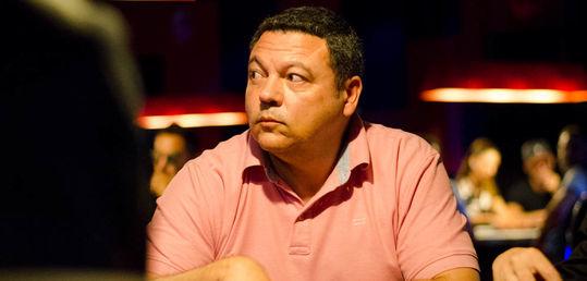Carlos Pinto cae y deja servidas las tres últimas mesas