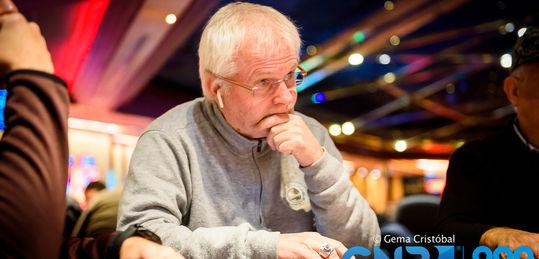 Tom Bedell farolea y saca el rastrillo para recoger 35.000 puntos