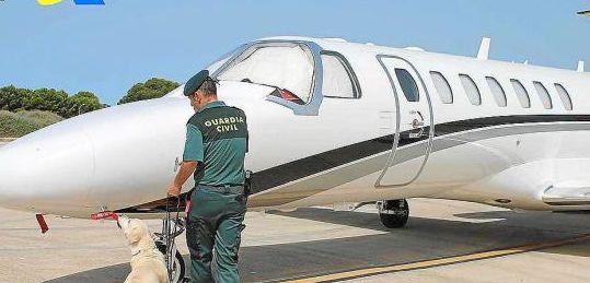 Ingresa en la prisión de Ibiza una supuesta estrella del poker por tráfico de drogas - ingresa-prision-estrella-del-poker-aterrizo-ibiza-kilos-drogas.jpg