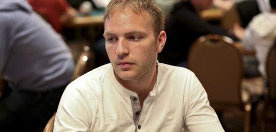 Mike Watson vuelve a emplear cuatro cartas para su doblete - original_RS25398_Mike_Watson_1.jpg