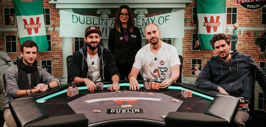 Los 4 jugadores han pactado y juegan por 10.000€ y el trofeo
