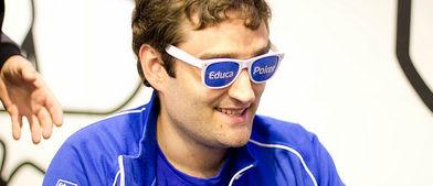 Mestre ve el poker de modo particular. Si es que ve algo con esas gafas.
