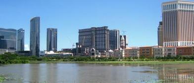 Vista de la línea de rascacielos del Cotai Strip.