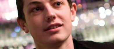 Esa sonrisita... ¿es por algo, Tom?
